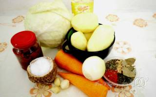 Как вкусно потушить капусту на сковороде с картошкой
