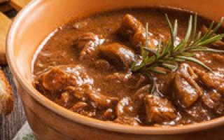 Как вкусно потушить говядину с подливкой