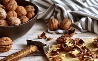 Как очистить грецкие орехи от скорлупы в домашних условиях