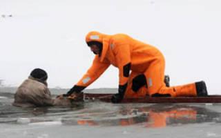 Если человек провалился под лед что делать