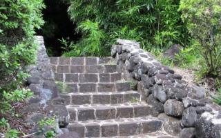 Как облагородить деревянную лестницу на даче